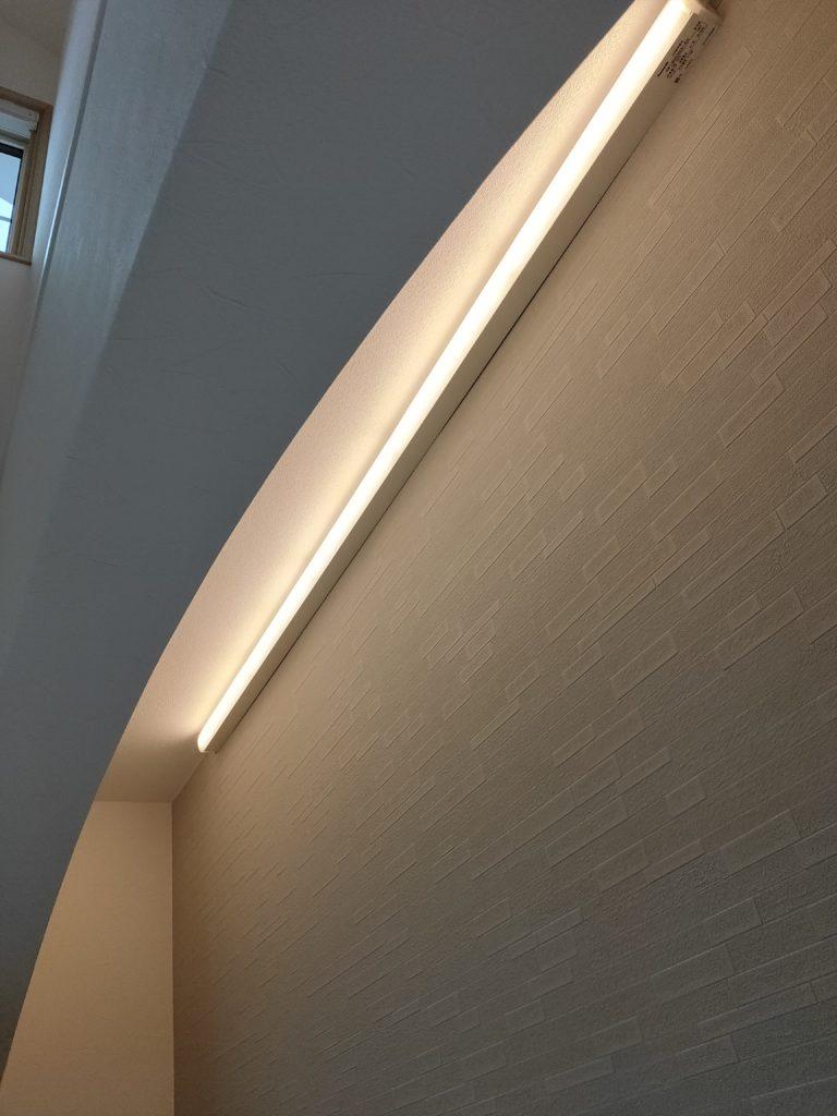 垂れ壁間接照明