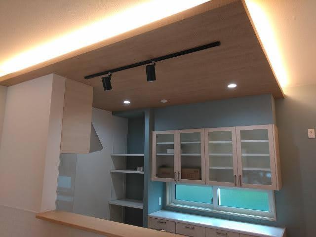 一条キッチン下がり天井
